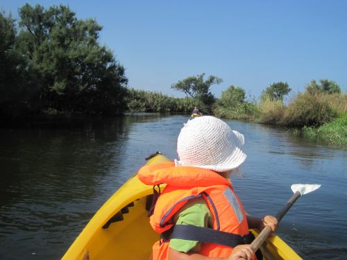 Wildwasser sieht anders aus. Für Familien bieten sich auf Sardinien etliche Flüsse zum Paddeln, wie hier der Fiume Coghinas Foto: Kinderoutdoor.de