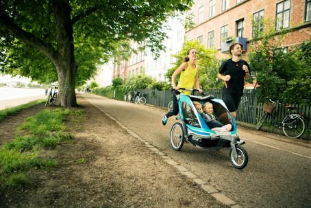 """Chariot Experte Nick Becker: """"Es gibt keinen Hinweis darauf, dass Kinder in Kinderanhängern Schäden an der Wirbelsäule erleiden."""""""