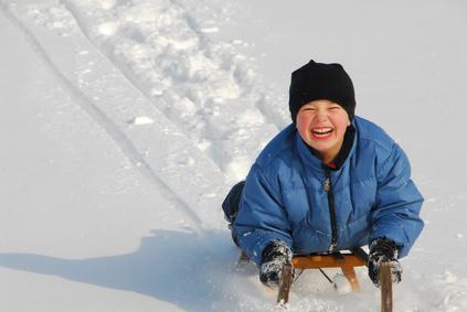 Zwei Kufen im Schnee führen hinab von steiler Höh! Am Grubigstein macht das Rodeln richtig Spaß! Foto: (c) © Volker Skibbe - Fotolia.com