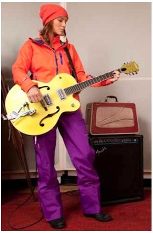 Da ist Musik drinnen! Mit der Mountain Hardwear Winterkollektion lässt es Frau im rocken!Foto: (c) Mountain Hardwear