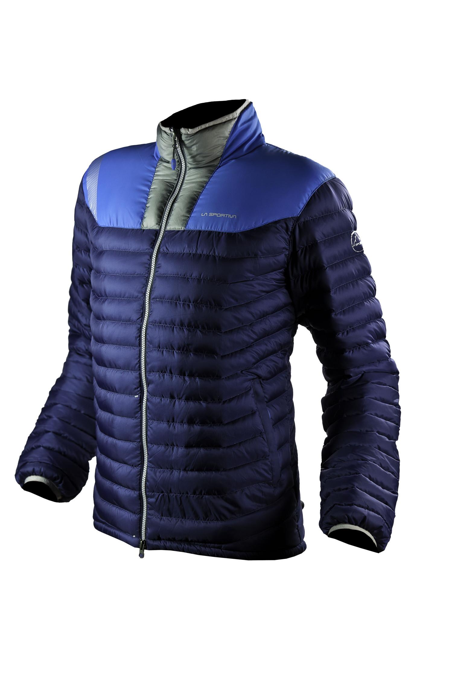 Das Haus hat eine perfekte Isolation und Sie? Im Winter hält das Zoid Down Jacket (m)/Kira Down Jacket (w) mit 700er Gänsedaune von La Sportiva warm.  Foto: (c) La Sportiva