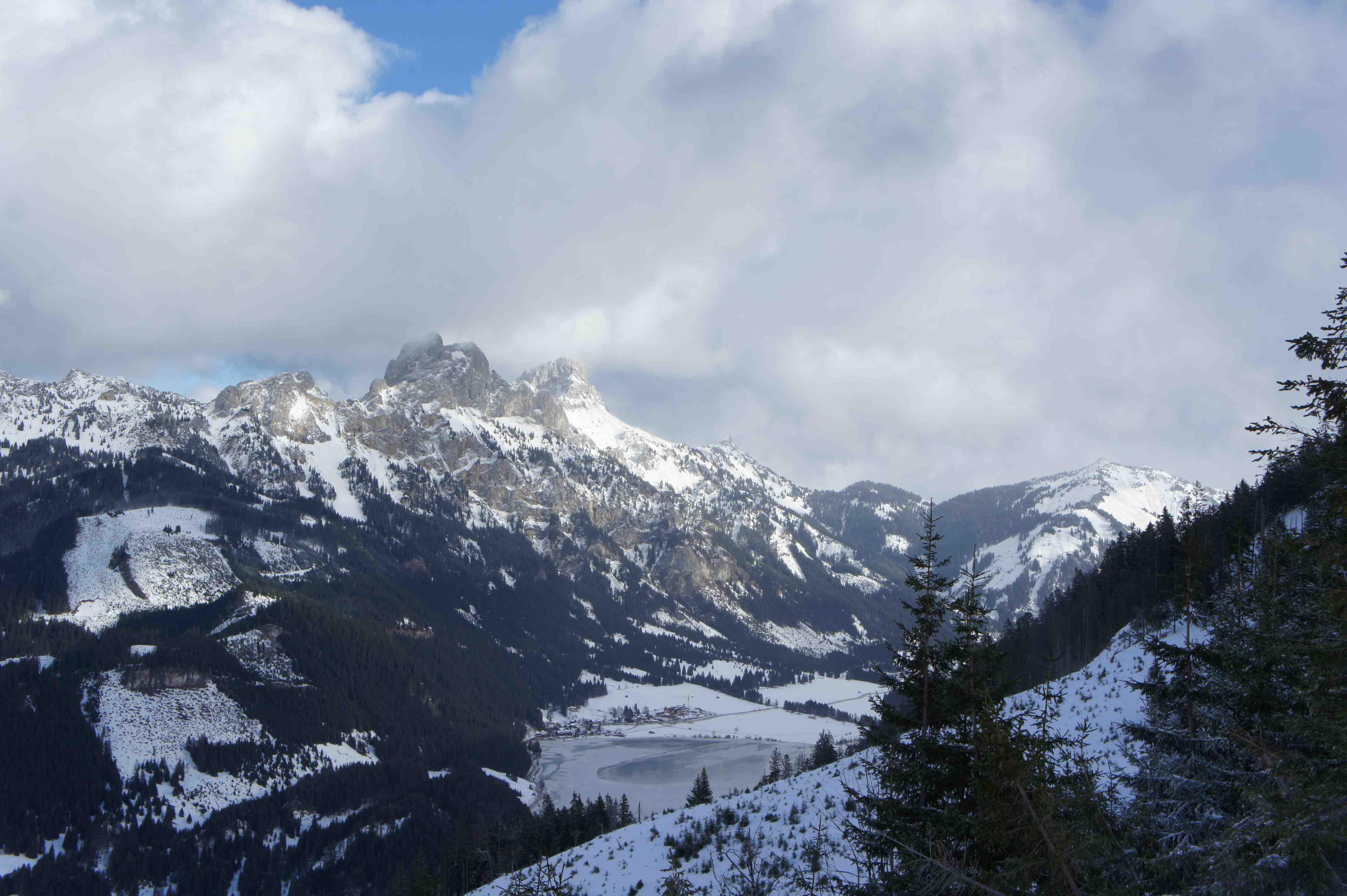 Das Tannheimer Tal: Schnee, Eis und frostig Temperaturen. Ideales Testgebiet für Daunenjacken!  Foto: (c) Kinderoutdoor.de