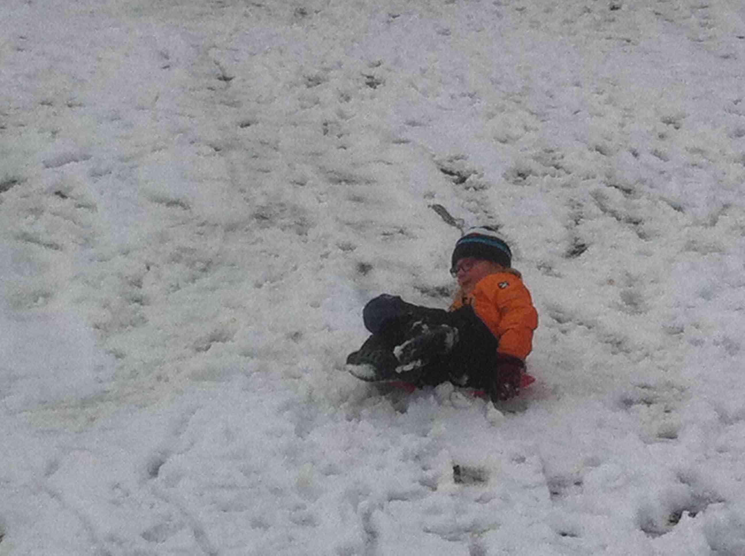 Schwer zu steuern und dazu ein nasses Hinterteil: Der Poprutscher überzeugte weder Bärli noch seine Testpilotin.  Foto: (c) Kinderoutdoor.de