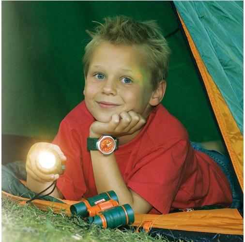 Mit Scout in das kleine Abenteuer vor der Haustüre. Ein Walkie Talkie gehört auch dazu.Foto: (c) Happy PeopleGmbH & Co. KG