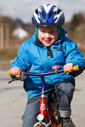 Auch kleine Kinder kommen am Main Radweg von Bad Staffelstein nach Bamberg sehr gut voran.  foto: © oldline2 - Fotolia.com