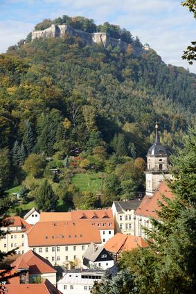 Königstein in Sachsen ist für Outdoor Familien eine Reise wert. Bärli ist für Euch zur Festung hinauf gestiefelt. Foto: © digi_dresden - Fotolia.com