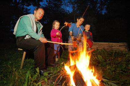 Nach dem Geisterpfad gehört ein gemeinsames Lagerfeuer unbedingt dazu! Foto: © Vojtech Vlk - Fotolia.com