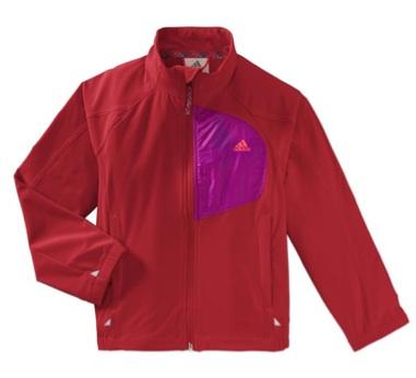 Bei Outdoor oder im Alltag sehen Kinder im Adidas Girls Softshell Jacket gut aus.Foto: (c) Adidas