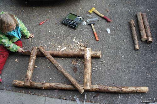 So sollte der zweite fertige Rahmen mit einer stabilisierenden Querstrebe aussehen.  Foto: (c) Kinderoutdoor.de
