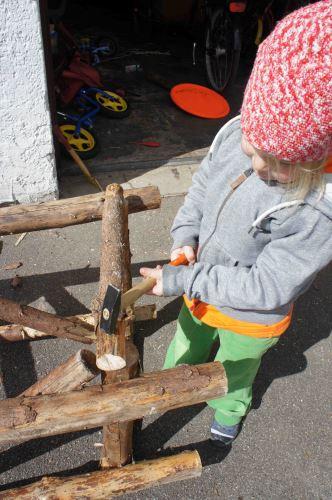 Der große Moment! Ihr verbindet die beiden Rahmen miteinander. Foto: (c) Kinderoutdoor.de