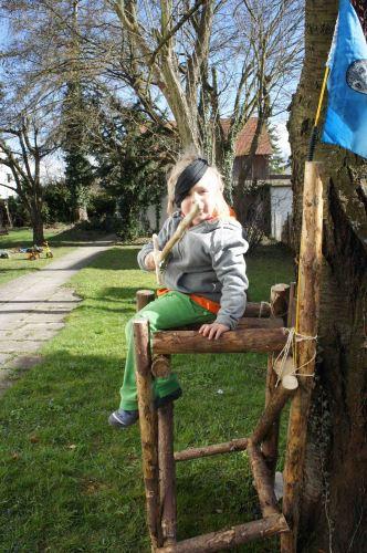 """So sieht der fertige Piratenturm aus. """"Leinen los ihr Landratten oder ich lasse Euch Kiel holen!"""" Foto:(c) Kinderoutdoor.de"""