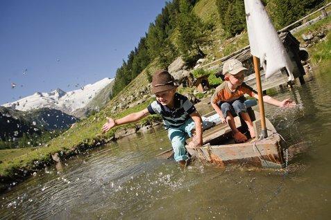 Leinen los! Beim Familienurlaub in Tirol gibt es maßgeschneiderte Angebote für Kinder.  Foto: (c) Family Tirol