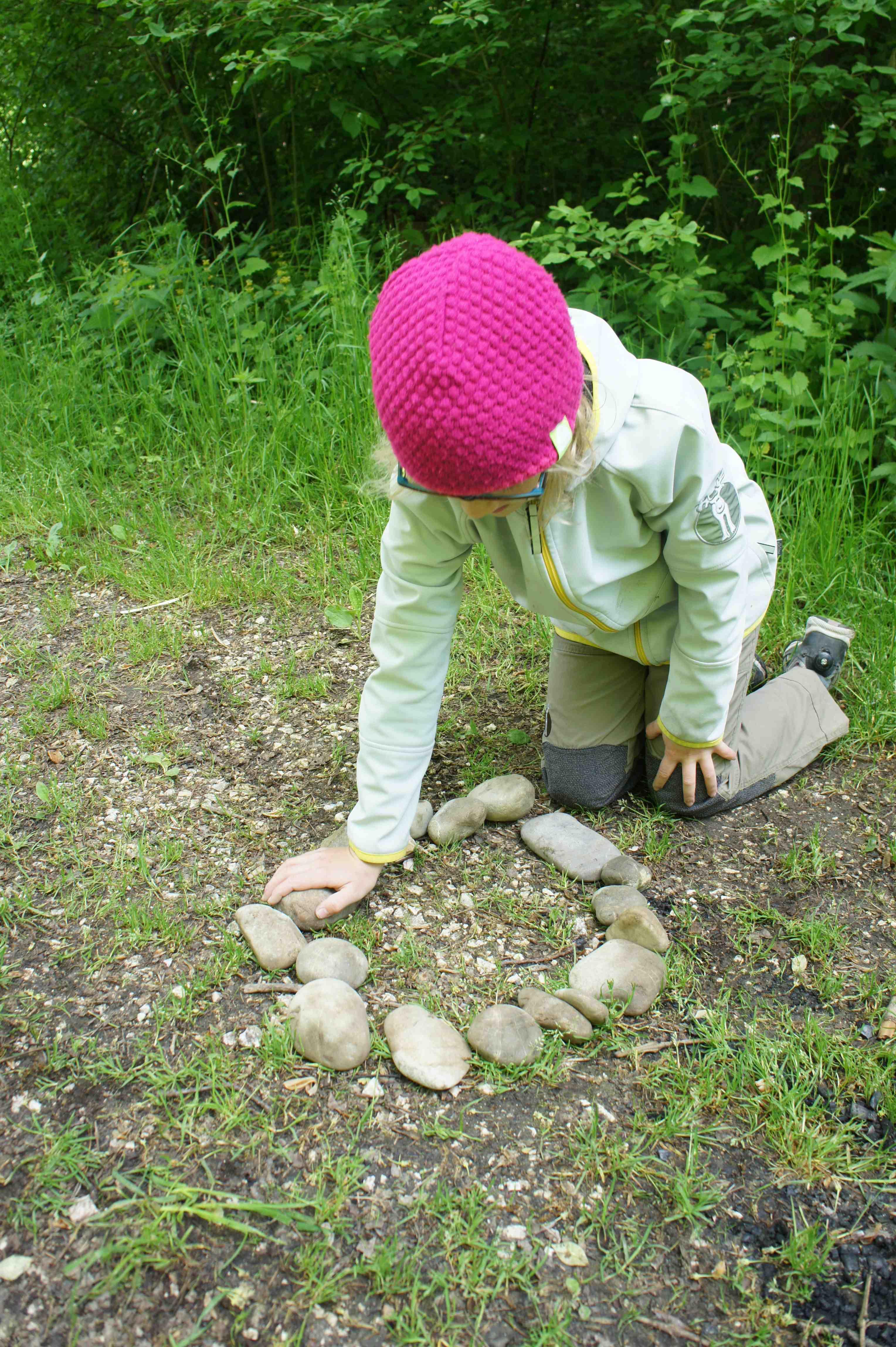 Ring of Fire! Zu einem Lagerfeuer gehört ein Steinkreis in dem das Feuer lodert. Foto.(c) Kinderoutdoor.de
