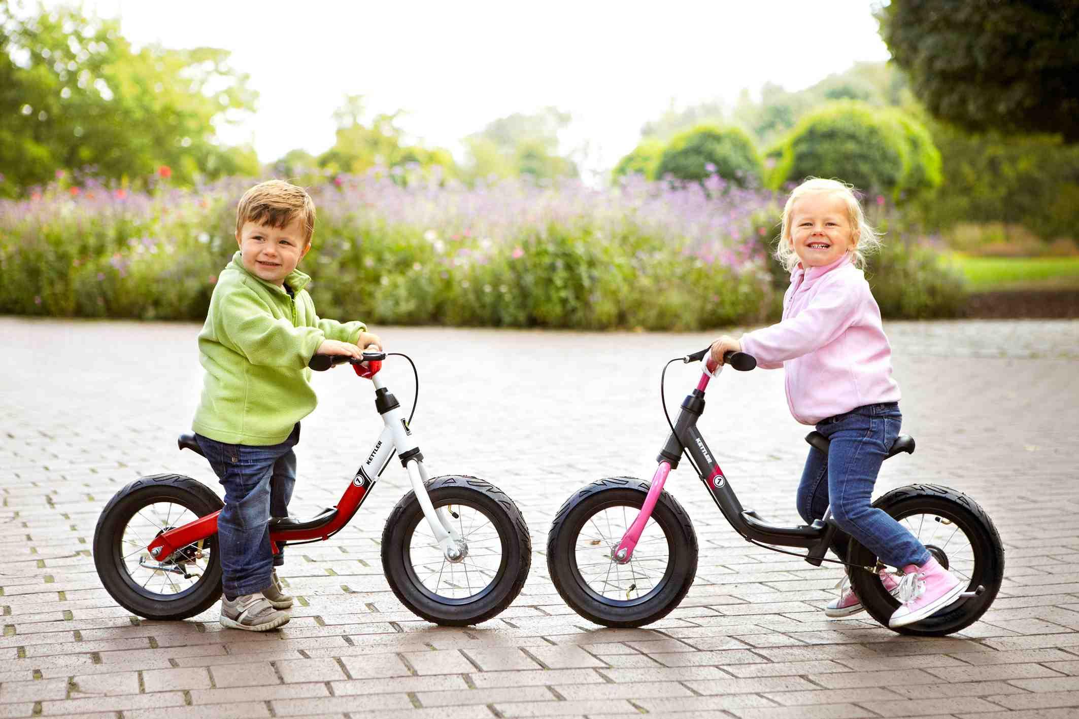 Mit dem Run Air Laufrad von Kettler haben die Kinder einen Lauf und sind gerne draussen unterwegs. Foto: (c) Kettler