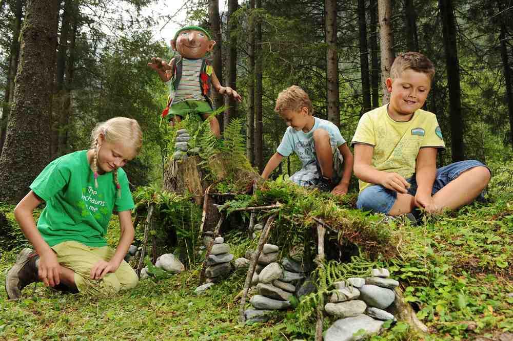 Willi Waldwichtel ist der gute Geist beim Familienurlaub in Tirol.  Foto: (c) TW Family Tirol