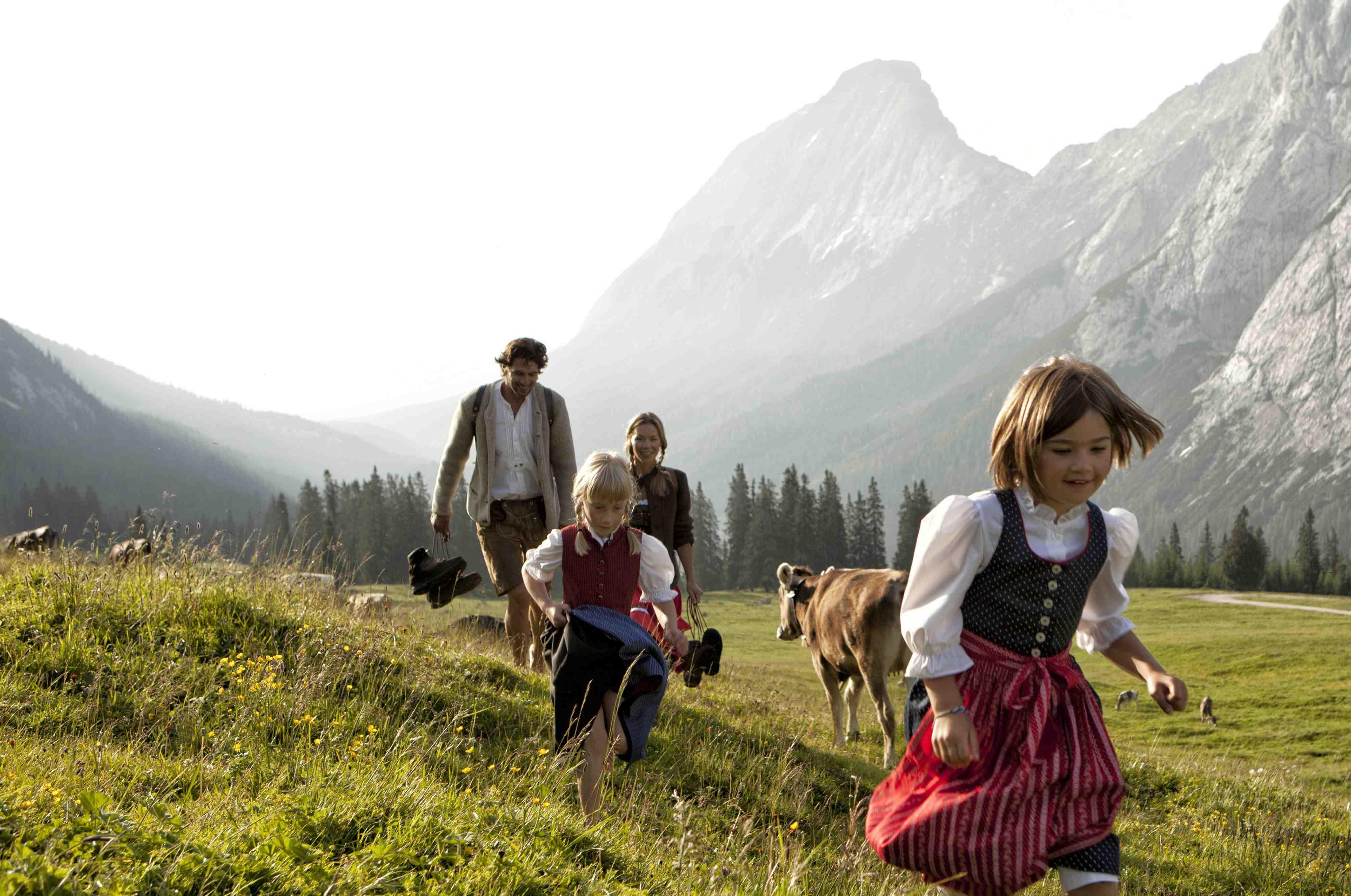 Hier wandert die ganze Familie gerne; mit drei neuen Erlebniswegen laufen Euere Kinder in der Tiroler Zugspitz Arena wie von selbst. Foto:Copyright: Tiroler Zugspitz Arena/U. Wiesmeier