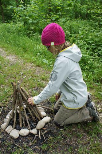 Ein Klassiker unter den Lagerfeuern: Das Pyramidenfeuer1 Foto: (c) Kinderoutdoor.de