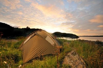 Bei Zelten mit den Outdoor Kids sind gute Kinder Schlafsäcke extrem wichtig. Foto: Dietmar Meinert  / pixelio.de