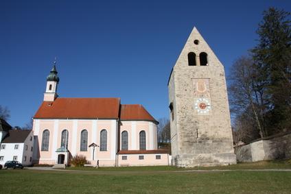 Wessobrunn, ein geschichtsträchtiger Ort in Oberbayern. Hier steht auch die über 1.000 Jahre alte Tassilolinde. Wer mit Kindern durch den größten Eibenwald des Landes wandern will, sollte unseren GPS Track downloaden. Foto: © juergen2008 - Fotolia.com