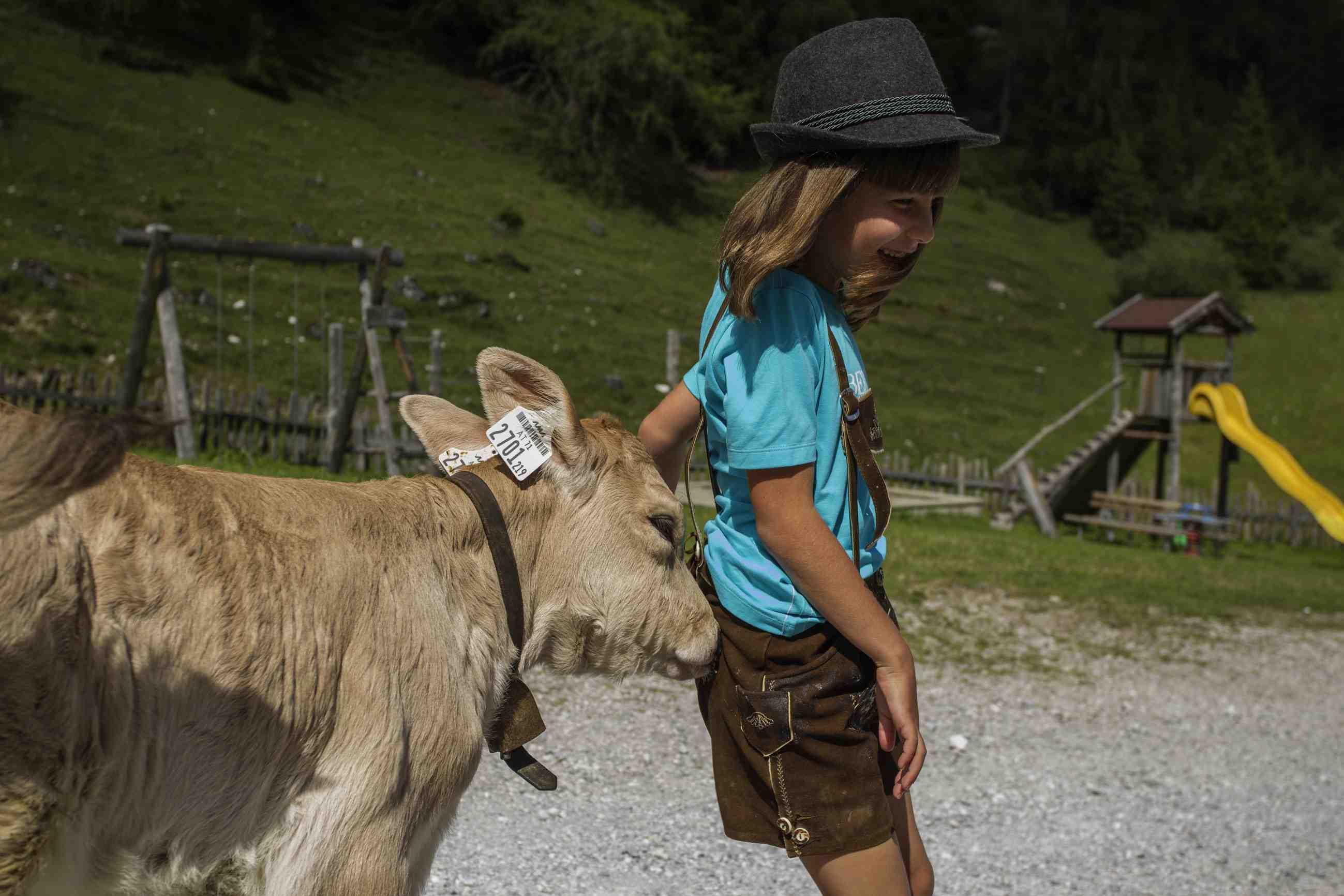 Tiere, Berge und viel Spaß. Das wartet auf den Erlebniswegen beim Urlaub in Tirol auf die Familien. Foto: (c) TW Family Tirol