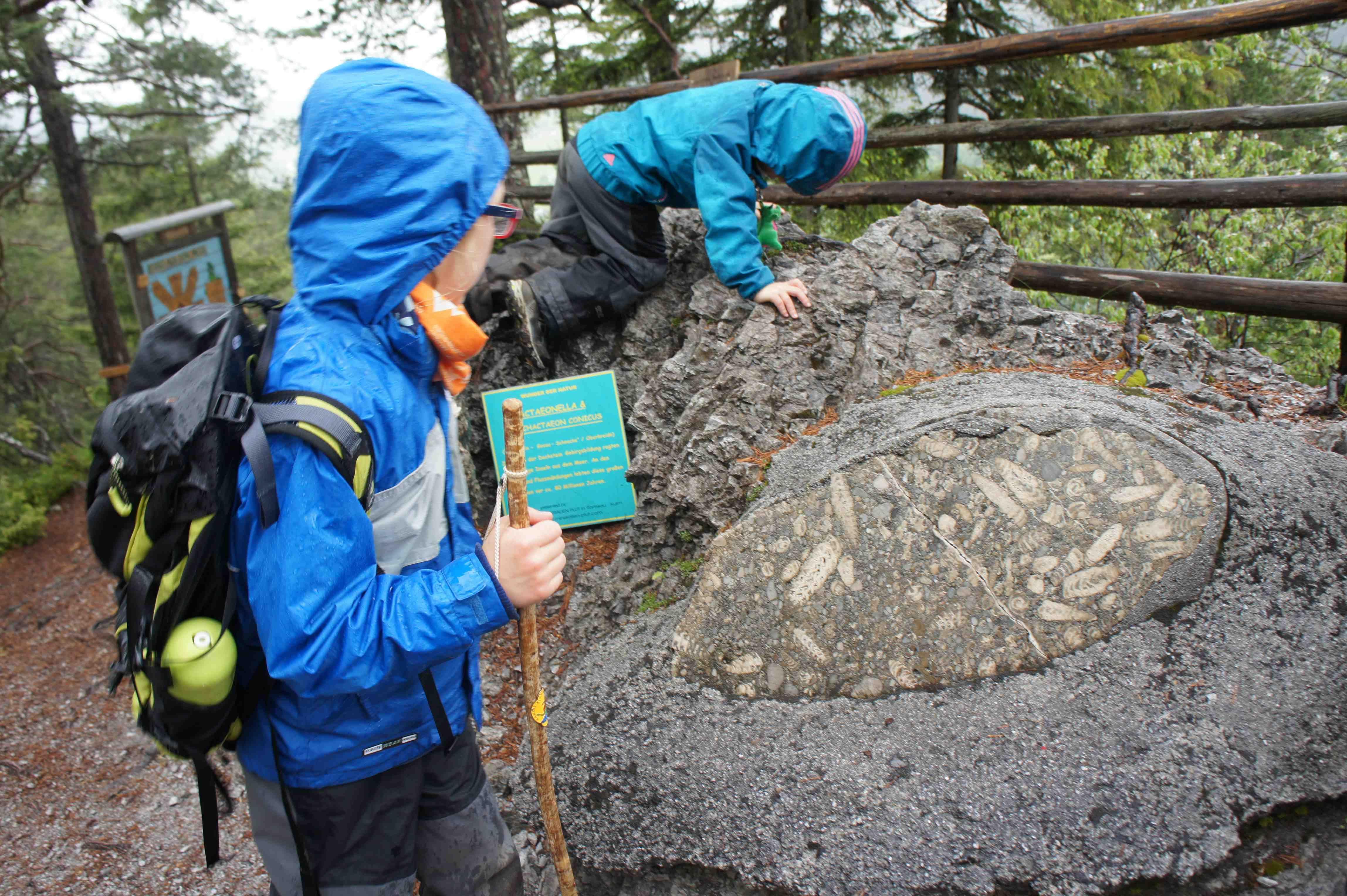 Kinder Wanderschuhe müssen einiges aushalten und deshalb ist es wichtig, dass sie optimal passen. Foto. (c) Kinderoutdoor.de