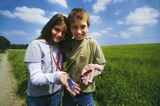 Ein Taschenmesser kann den Kindern viel Spaß bereiten, schließlich ist es ein praktisches Werkzeug. Foto: (c) victorinox