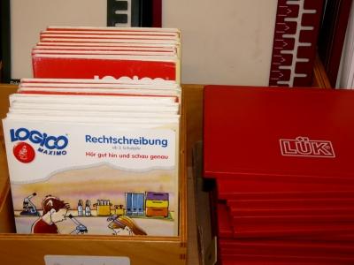 LÜK. Für Schüler gibt es für etliche Fächer dieses interessante Spiel. Das ist bekannt, aber auch Kindergartenkinder können mit dem Mini - oder Bambino Lük spielen. Foto: (c) Dieter Schütz  / pixelio.de