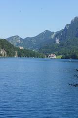 Diesen königlichen Ausblick auf Schloss Neuschwanstein gibt es nur im Seebad vom Alpsee.  foto: (c) Kinderoutdoor.de