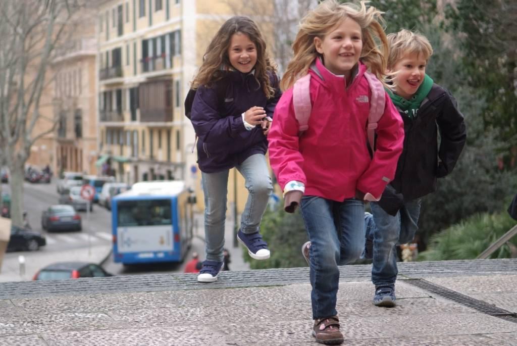 Die ersten Schritte in die Schule fallen den Kindern leichter, mit Gore Tex Schuhe an den Füßen. foto: (c) gore-tex