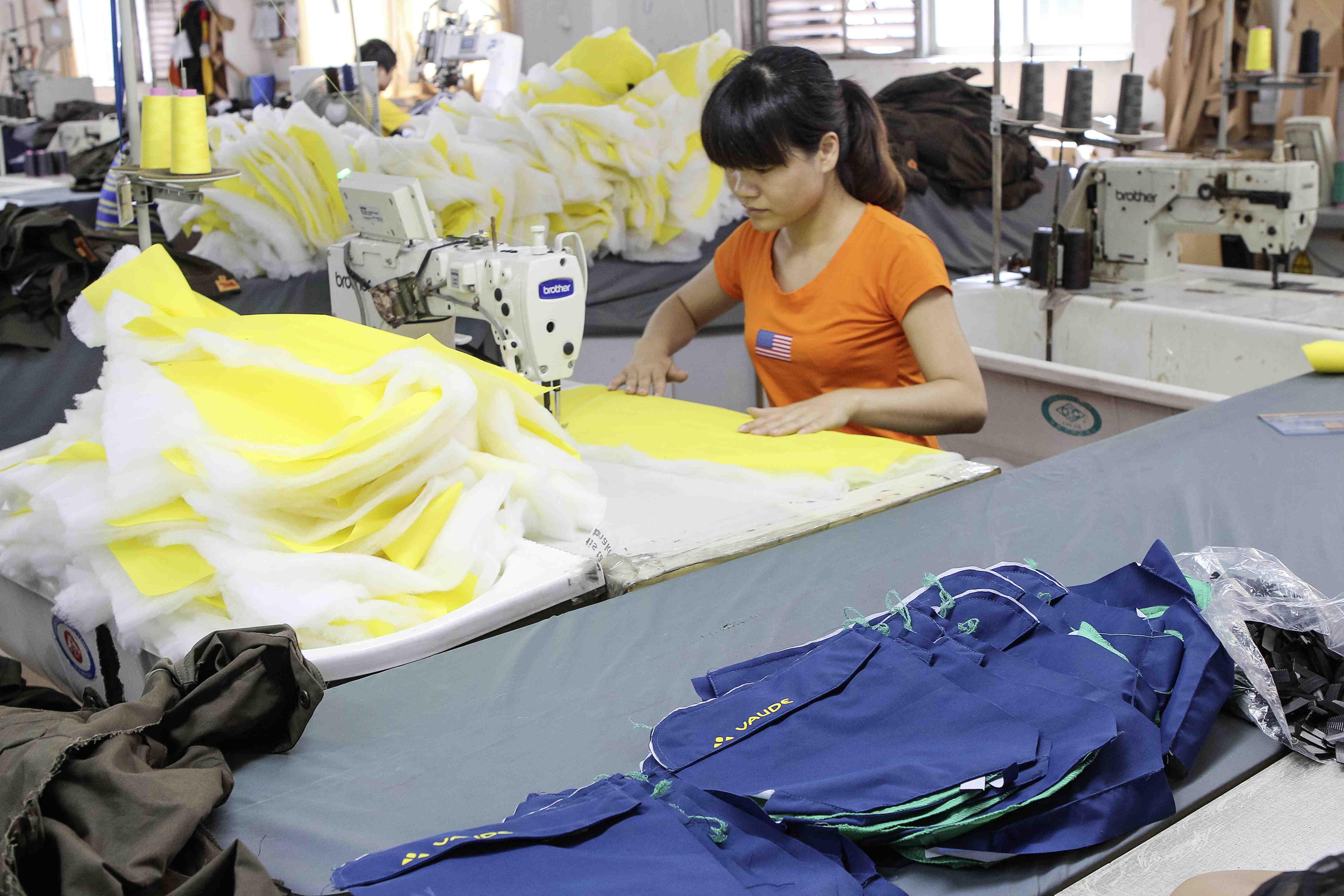 Alles in Ordnung bei der Produktion von Outdoor Kleidung? Wenn es nach dem Film von VAUDE geht, dann schon.  Foto: (c) VAUDE