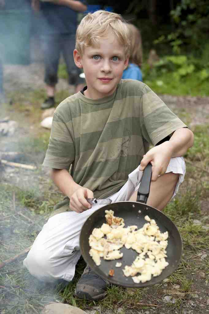Wer zu Fuß die Alpenüberqueren will, muss auch gut kochen und essen können. Foto: Copyright: Kur- und Gästeinformation Bad Feilnbach