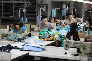 Alles sauber bei der Produktion von Outdoor Bekleidung bei VAUDE? Das Unternehmen stellt bei youtube einen Film darüber online. Foto: (c) VAUDE