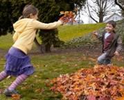 Mit dem Keen Kinderschuh Brady WP macht das Toben auch im Herbst Spaß! Foto: (c) Keen