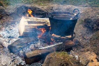 Ein Rezept für Erbsen Risotto vom Feuer. Schmeckt bestimmt. www.jenpix.de  / pixelio.de