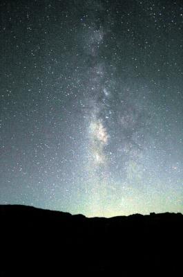Man erkennt den Himmel vor lauter Sternen nicht. Zum Glück gibt es die kostenlose SkEye App für eine gelungene Nachtwanderung. Foto: (c) Alexander Dreher  / pixelio.d