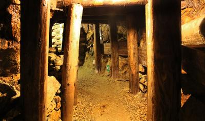 Hart ging es unter Tage zu. Mit den Kindern könnt Ihr bei einem Familienausflug ein altes Bergwerk besuchen. Foto: La-Liana  / pixelio.de