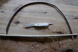 Wir haben den Bogen raus beim Drachen basteln. So sieht der markante Teil des Drachens aus.  Foto: (c) kinderoutdoor.de