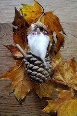 So sieht der fertige Kastanienzwerg aus. Eine kinderleichte Bastelei. Foto: (c) Kinderoutdoor.de