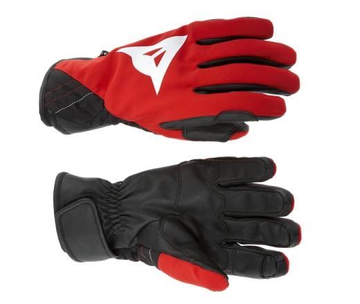 Es liegt ja auf der Hand, dass Handschuhe die Kinderhände schützen! Hand drauf! Besonders gerne ziehen die Kids den JR Race New Gloves an. Foto. (c) Dainese