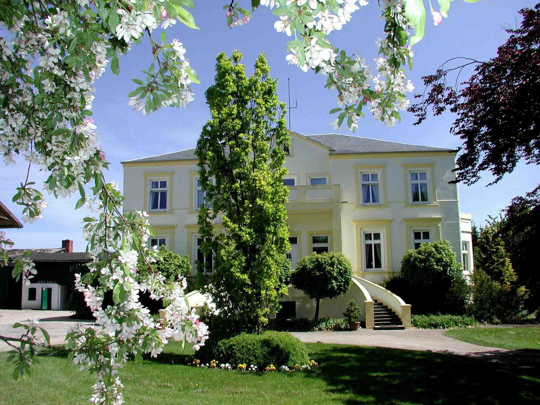 """Ein Weingut im hohen Norden: 2007 erhielt das Weingut Ingenhof in Bad Malente-Malkwitz eine Auszeichnung von der DLG. Foto: Weingut Ingenhof, Fam. Engel, Bad Malente-Malkwitz"""""""