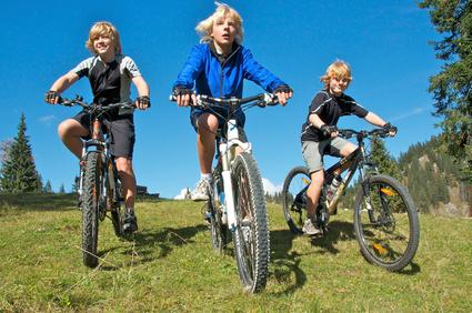 Über Stock und Stein mit dem Rad. Wir haben für Euch eine Packliste für die gemeinsame Mountainbike Tour zusammengestellt. Foto: © jogyx - Fotolia.com