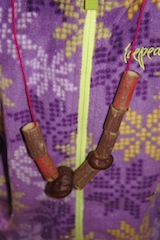 Fertig! So sieht die Kastanien-Hollunder-Kette aus. Foto: (c) Kinderoutdoor.de