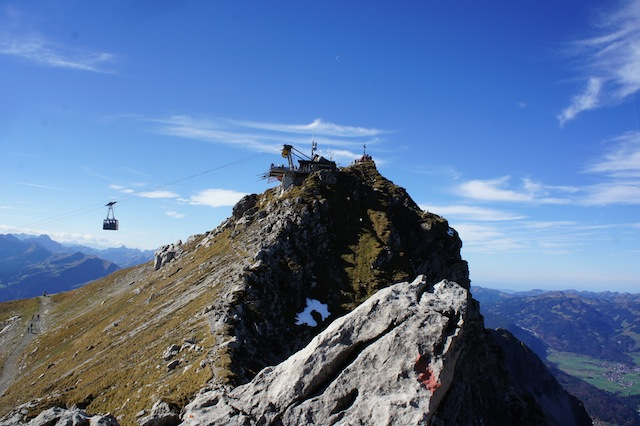 Schön voll ist auch schön! Der Gipfel vom Nebelhorn (2.224 m). Foto: (c) Kinderoutdoor.de