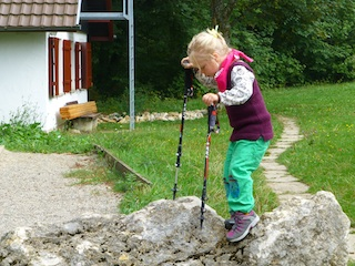 So schick können Meindl Wanderschuhe sein: Der Solan Junior beweist es, wie Design und Funktionalität zusammenpassen. Foto: Steffi Brenninger / Meindl