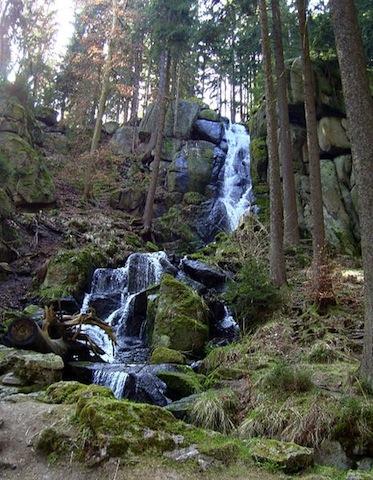 Der Blauenthaler Wasserfall ist eine Attraktion im Erzgebirge. Foto: de.wikipedia.org/Miebner