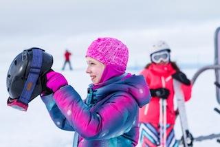 Wie der Winter wird? Bunt! Reima sorgt mit frischen Farben für Fun auf der Piste. Foto: (c) Reima