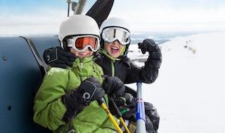 Echte Freunde kann niemand trennen! Mit der neuen Winterkollektion von Reima haben die Outdoor Kids richtig Spaß in der Kälte. Foto: (c) Reima