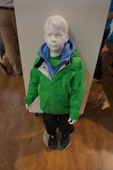 Viele Verbraucher fragen sich: Was ist drinnen in einer Outdoor Jacke? Alles unbedenkliche Stoffe oder vielleicht giftige Substanzen? Foto (c) Kinderoutdoor.de