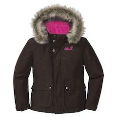 Kontrastfarben und ein lässiger Style für die Übergangszeit zeigt das Girls Iowa Jacket von Jack Wolfskin. Foto: (c) Jack Wolfskin