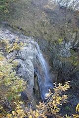 Ein Wasserfall ist im Wanderurlaub ein lohnendes Ziel für die Familie. Foto: (c) Kinderoutdoor.de
